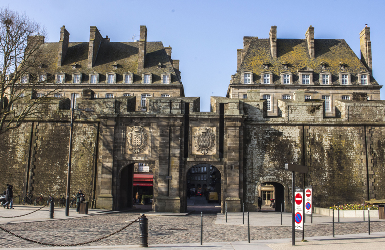 La porte Saint-Vincent à Intra-Muros (Saint-Malo)