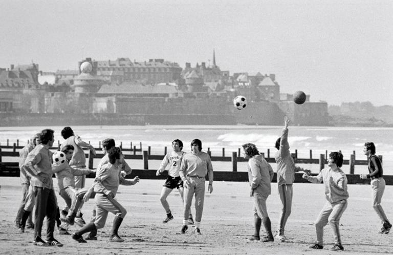 Les Bleus s'entraînent sur la Grande plage du Sillon à Saint-Malo
