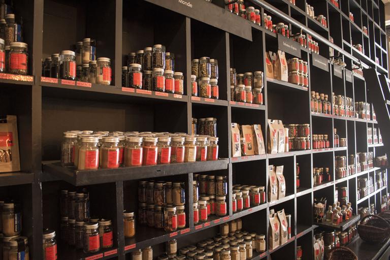 Intérieur de la boutique des épices Roellinger à Intra-Muros
