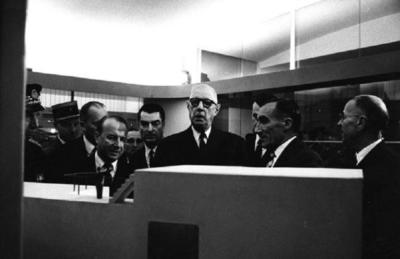 Le général De Gaulle visite l'usine marémotrice de la Rance