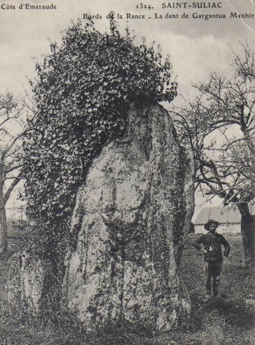 Le menhir dit Dent de Gargantua à Saint Suliac