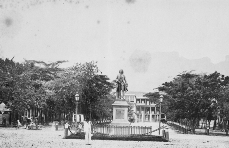 Statue Bertrand François Mahe de la Bourdonnais