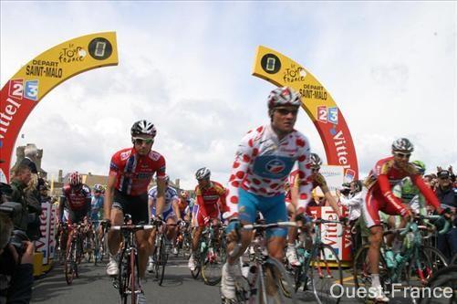 Départ des coureurs du Tour de France de Saint-Malo en 2008