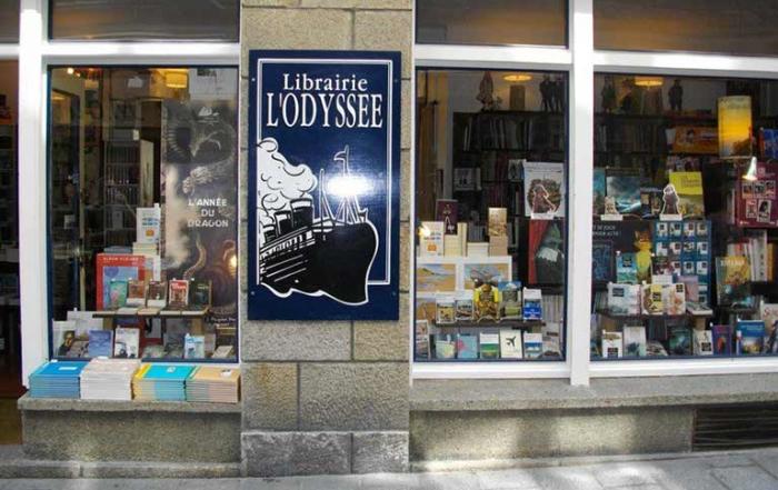 intérieur de la librairie l'odyssée à saint-malo