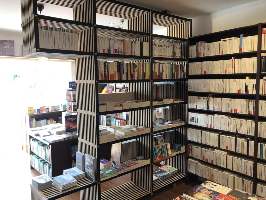 intérieur de la librairie l'étagère à saint-malo
